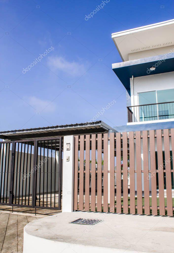Haus Holz Zaun Stockfoto C Naiyanadboon 130158074
