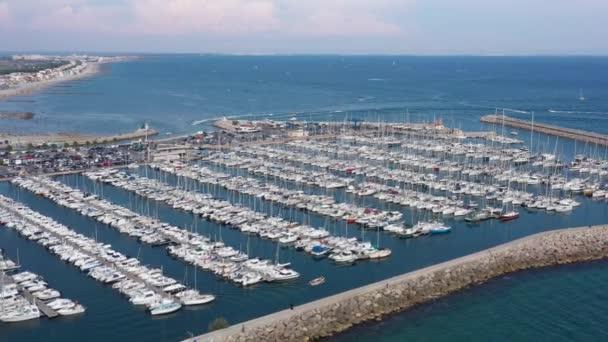 přístav plný lodí palavas les flots docked plavidla letecký pohled slunečný den francouzský herault occitanie