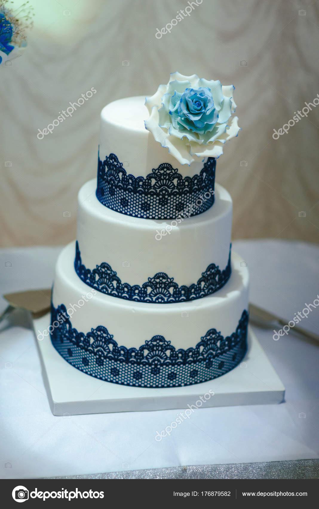 Gâteau Mariage Bleu Orné Fleurs Blanches Photographie Azz