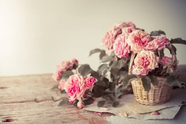 Pink roses on wooden table