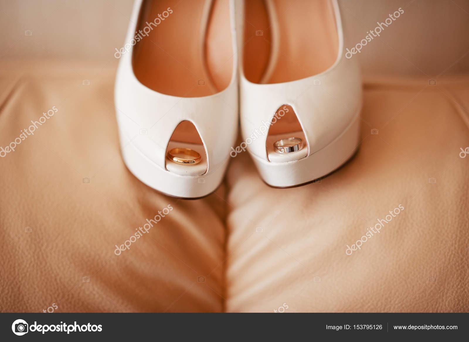 Moderne Hochzeitsschuhe Stockfoto C Shmelevanatalie 153795126