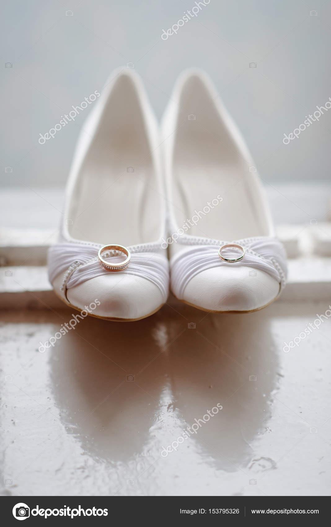 Moderne Hochzeitsschuhe Stockfoto C Shmelevanatalie 153795326