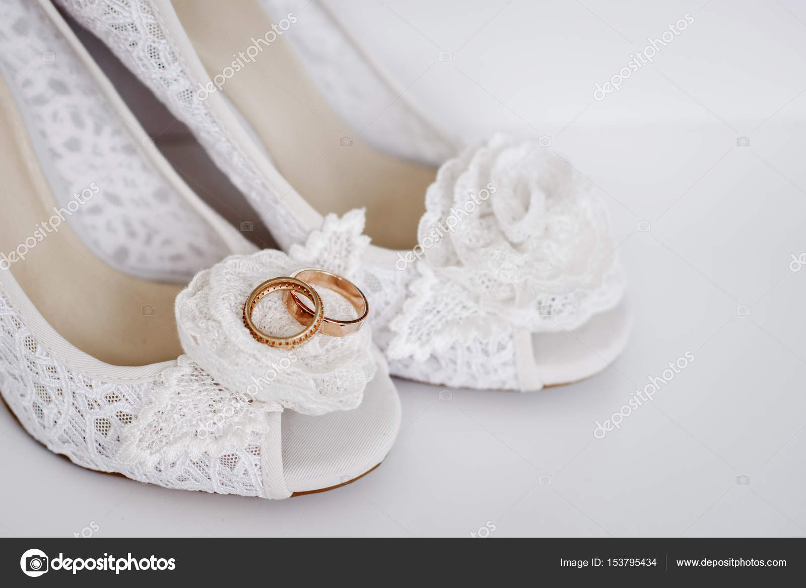 Moderne Hochzeitsschuhe Stockfoto C Shmelevanatalie 153795434