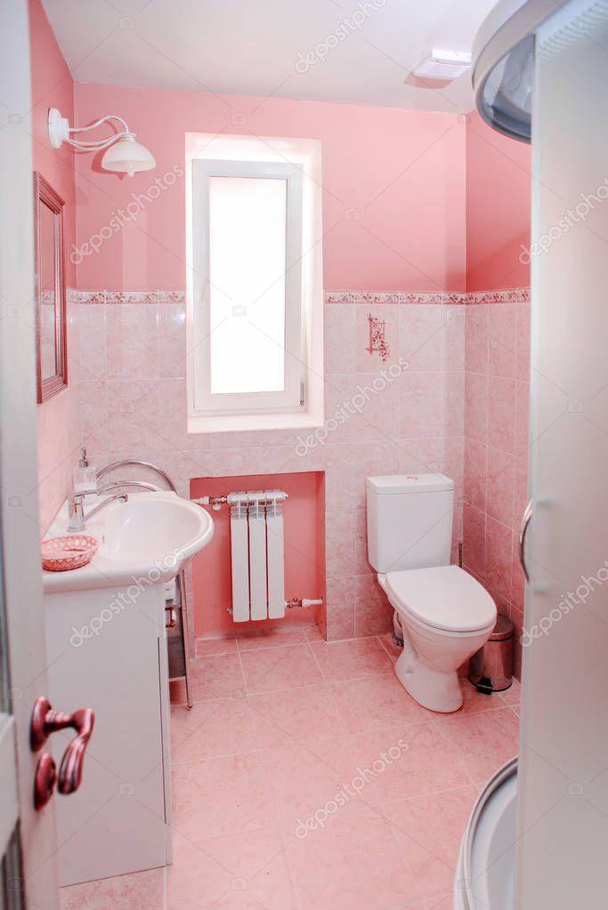 moderno cuarto de baño rosa — Foto de stock ...