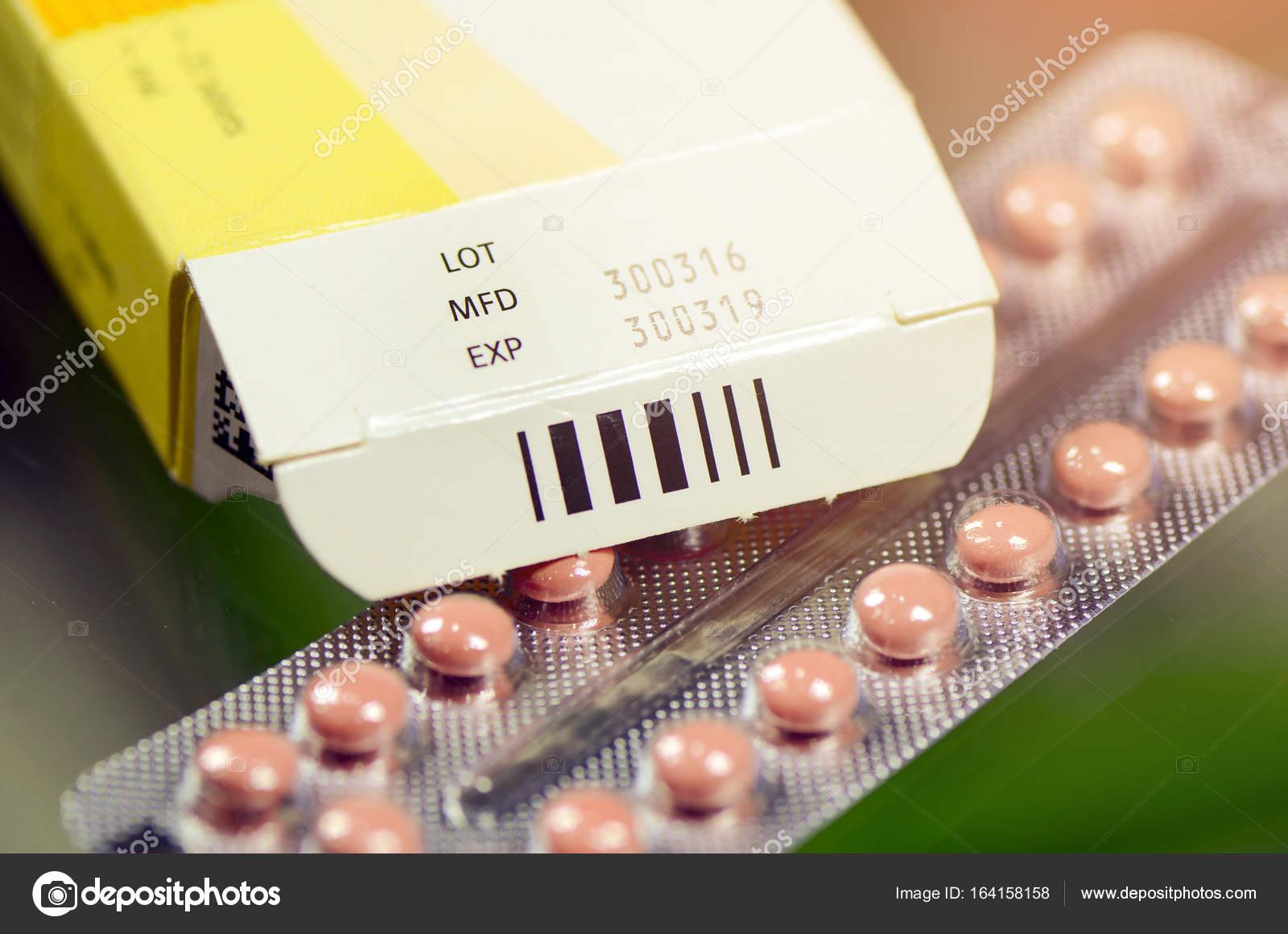 date de fabrication et date d expiration sur certains emballages pharmaceutiques photographie. Black Bedroom Furniture Sets. Home Design Ideas