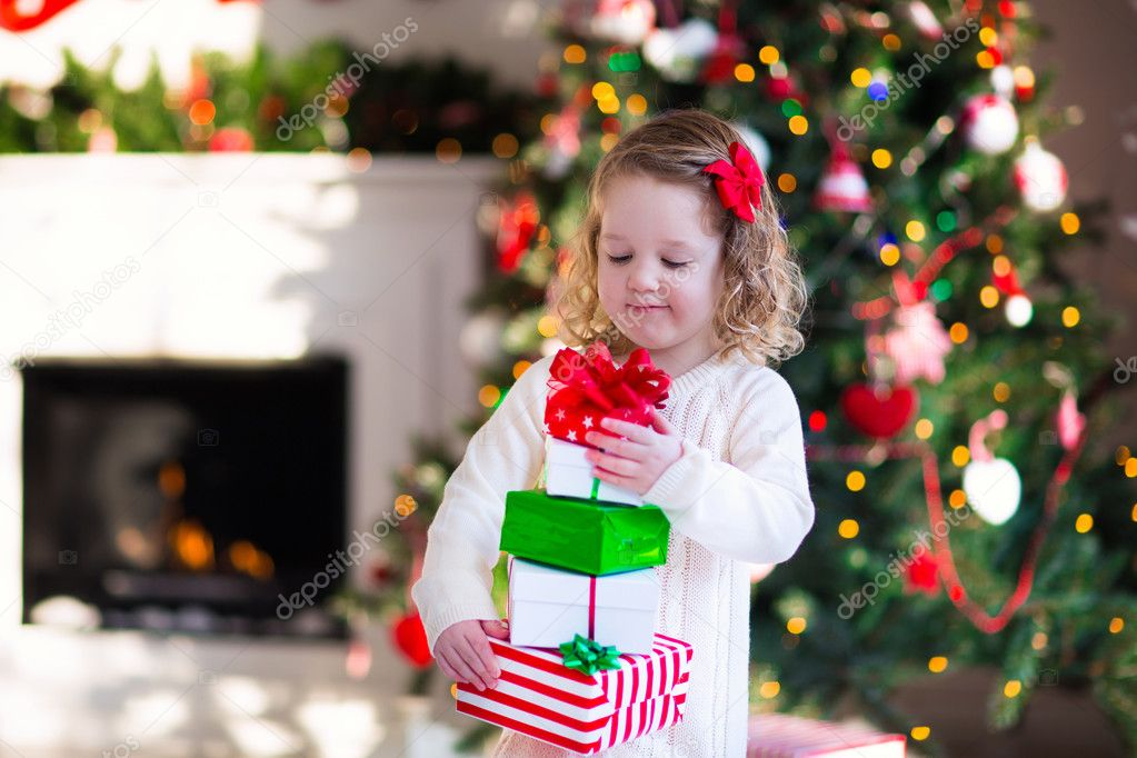 Little girl opening presents on Christmas morning — Stock Photo ...