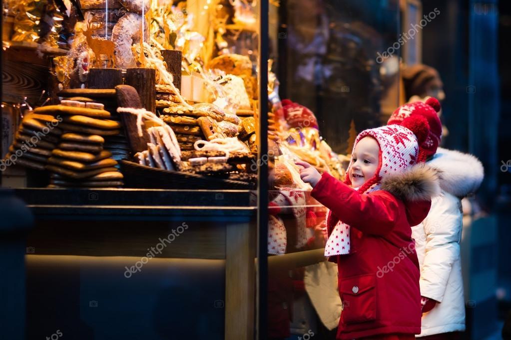 Süßigkeiten & gebäck  Blick auf Süßigkeiten und Gebäck auf Weihnachtsmarkt — Stockfoto ...