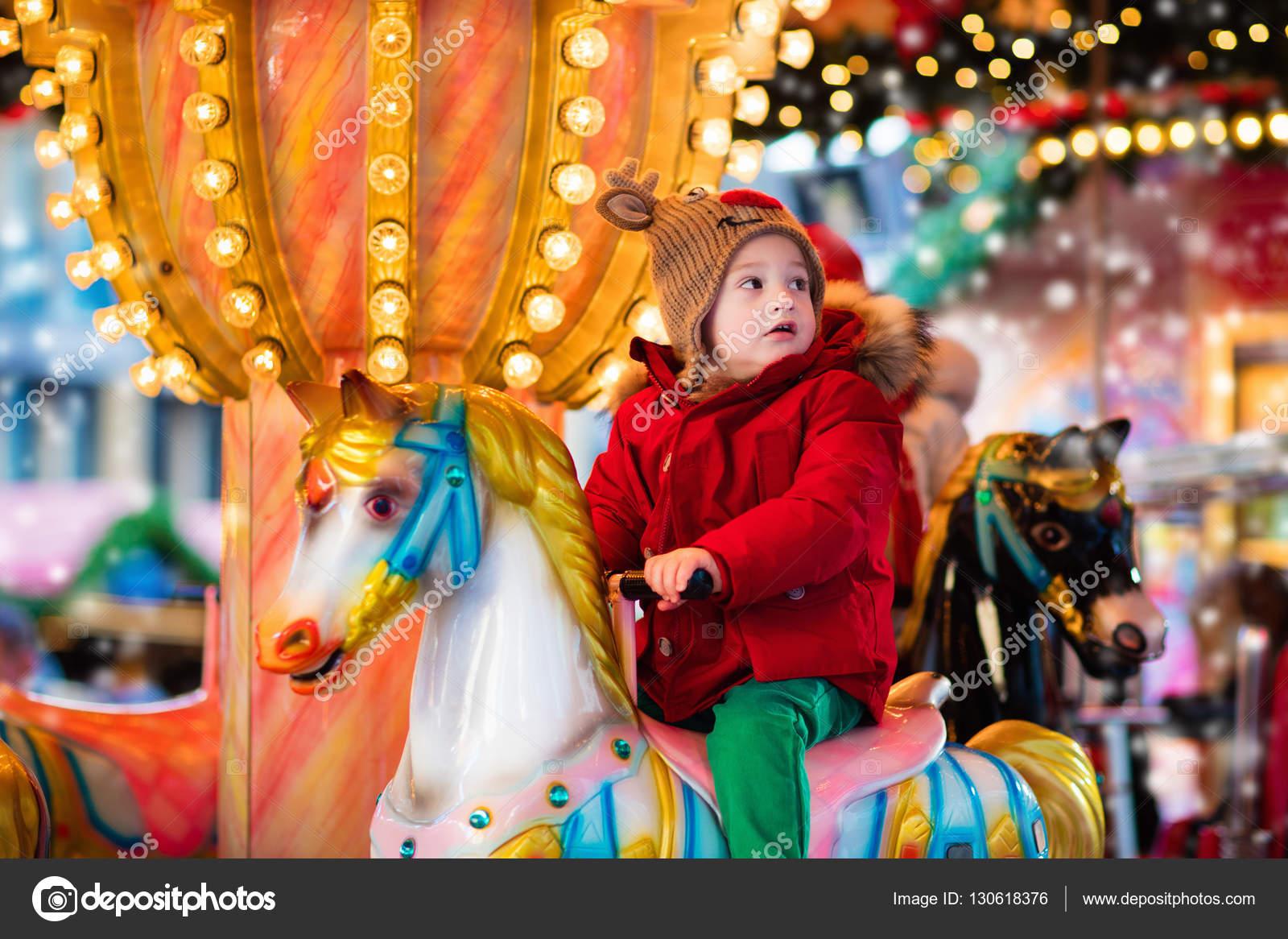Carrusel infantil en el mercado de Navidad — Fotos de Stock © FamVeldman #130618376