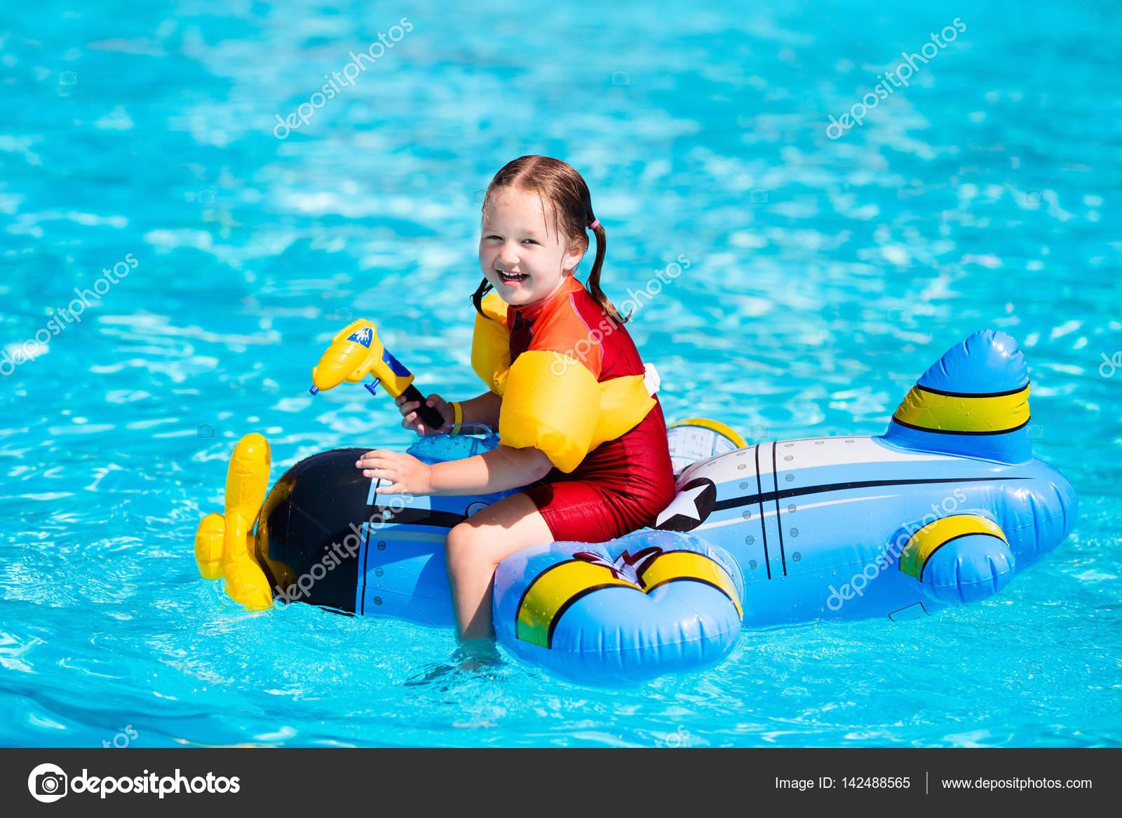 Little girl in swimming pool — Stock Photo © FamVeldman