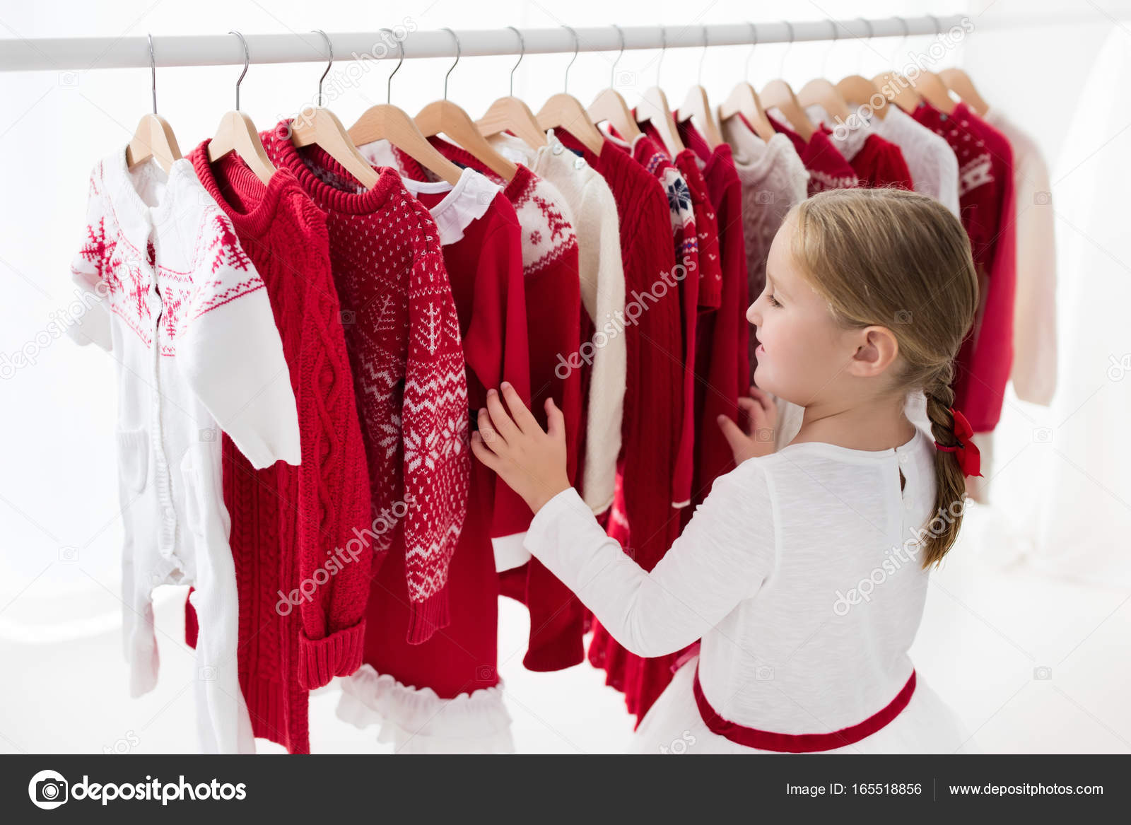 f8d9f4567677 Ντουλάπα με πλεκτό χειμώνα πουλόβερ και φόρεμα. Χριστούγεννα συλλογή  ενδυμάτων. Χριστουγεννιάτικα ψώνια. ΠΡΟΣΦΟΡΑ για παιδικά ρούχα. Παιδικά  ρούχα κατάστημα ...