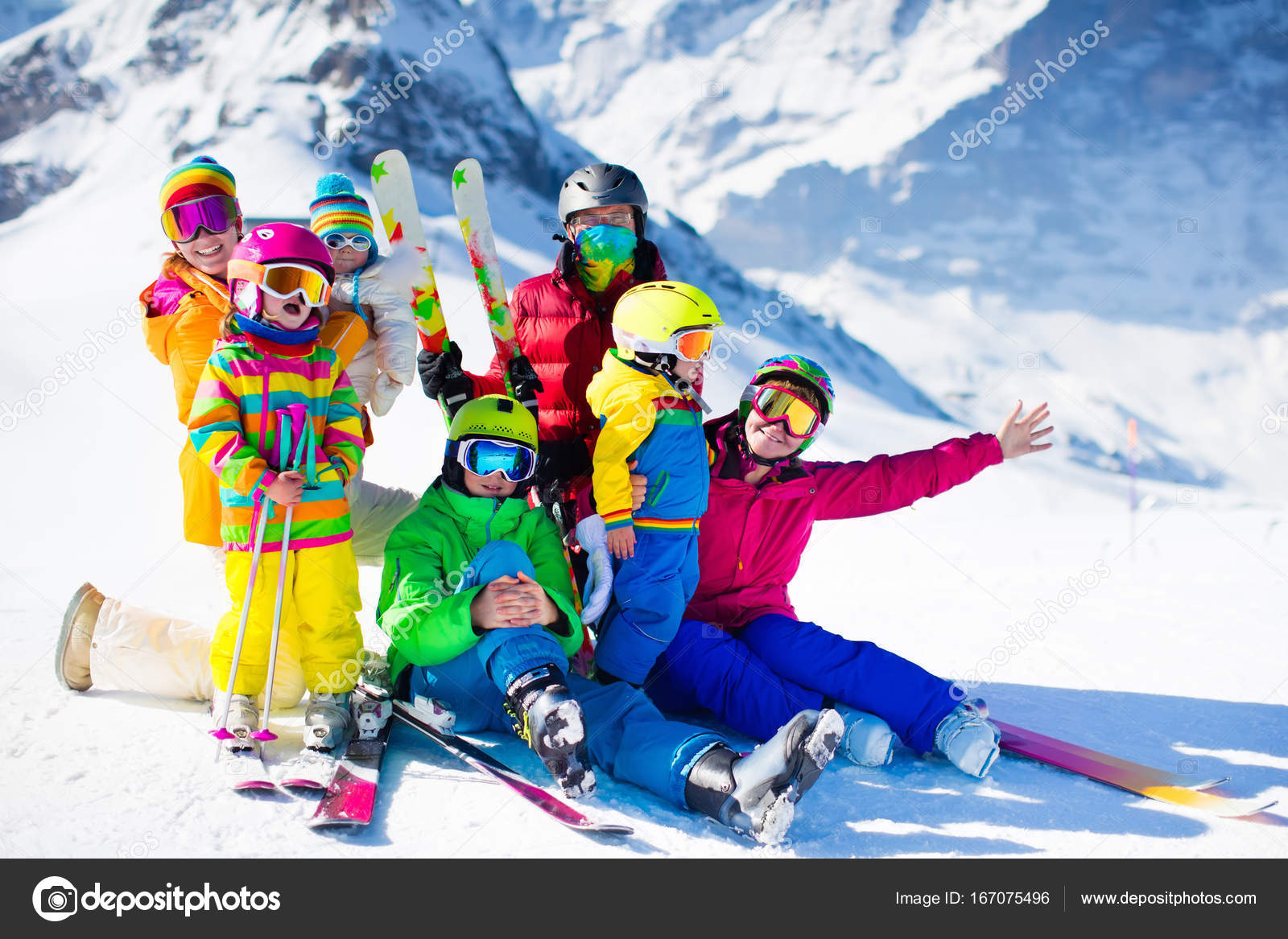a4612e1ff62d Ski and snow fun. Family in winter mountains. — Stock Photo ...