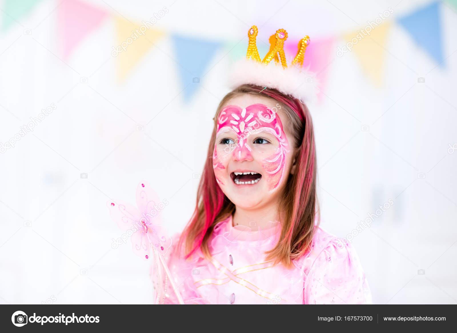 Küçük Kız Doğum Günü Partisi Için Yüz Boyama Stok Foto