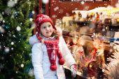 Fotografie Kind am Weihnachtsmarkt. Weihnachtsmarkt