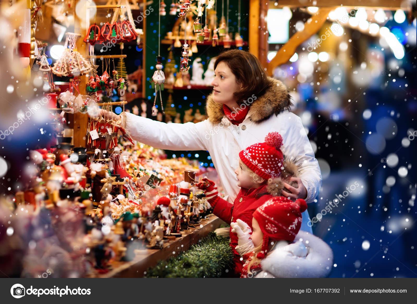 Family shopping Christmas presents at xmas fair — Stock Photo ...