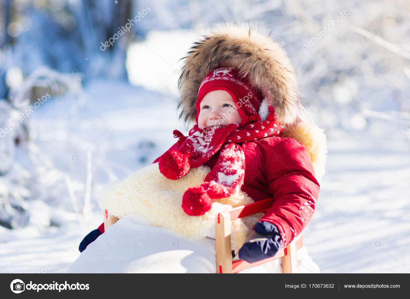 Sulla Slittino Slitta Per A Divertimento Neve E Bambini Bambino Di PtqzWvH