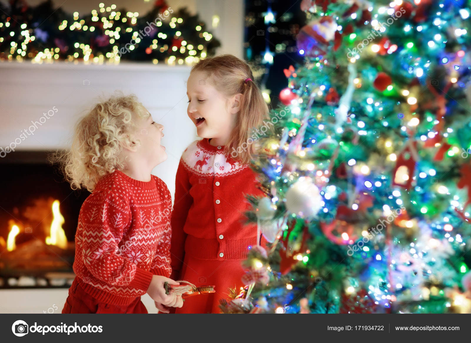 Children at Christmas tree. Kids at fireplace on Xmas eve — Stock ...