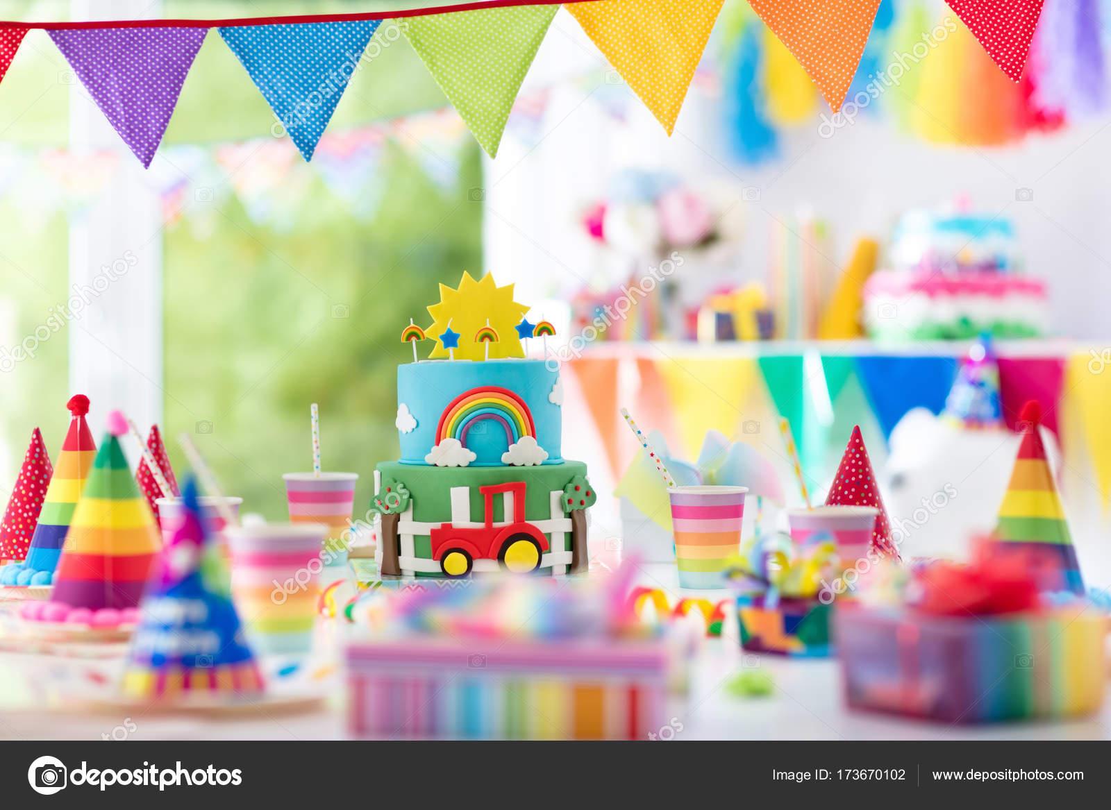 Jungen Geburtstag Kuchen Fur Kleines Kind Kinder Party Stockfoto
