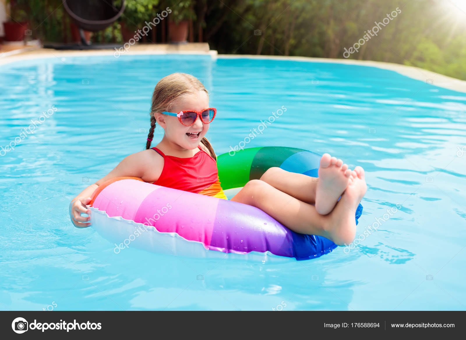 Child in swimming pool. Kids swim. Water play. — Stock Photo ...