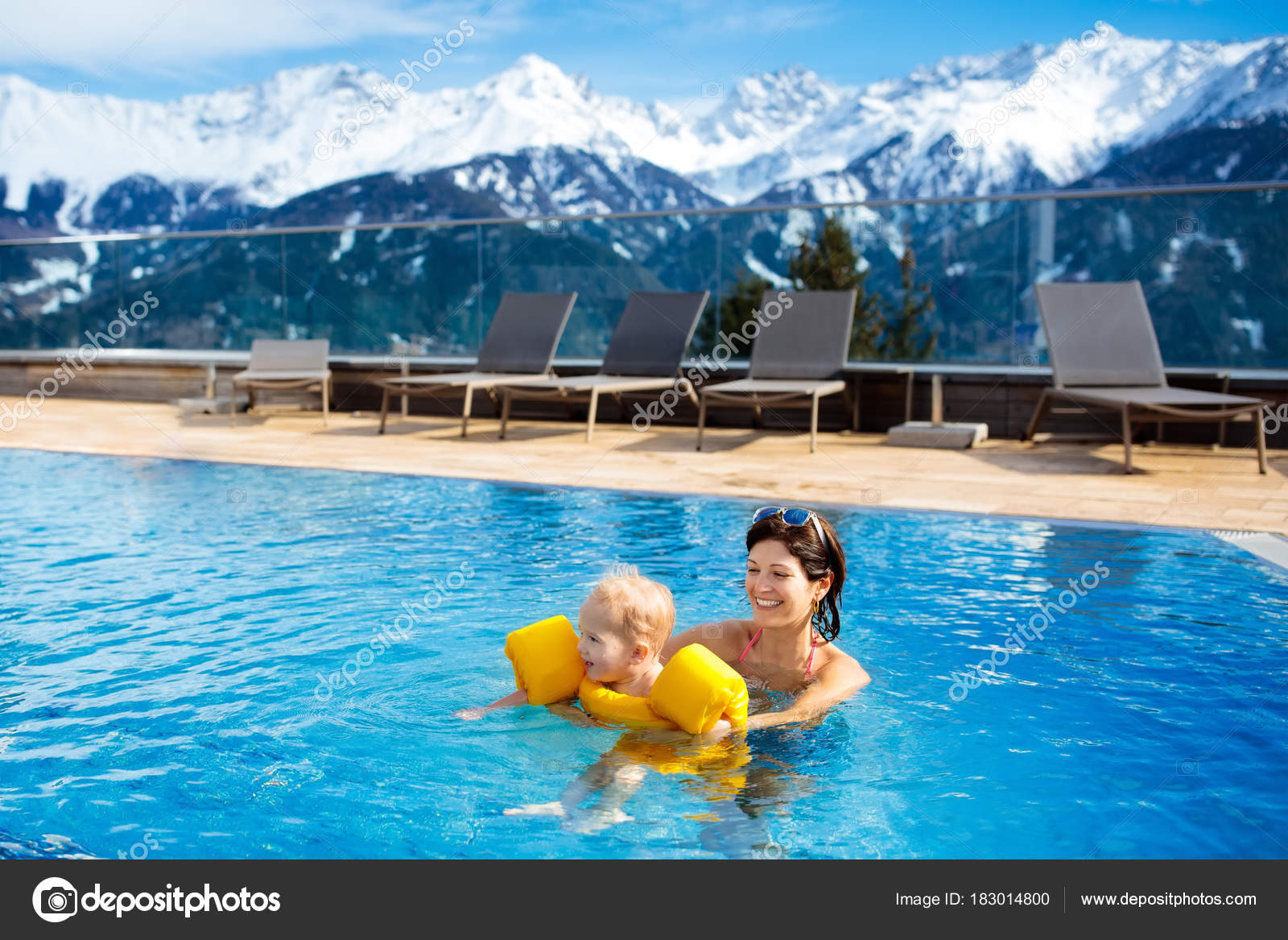 Family in outdoor swimming pool of alpine spa resort — Stock Photo ...