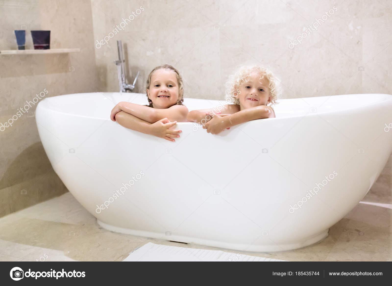 Kids in bath. Children bathing. Family bathroom. — Stock Photo ...