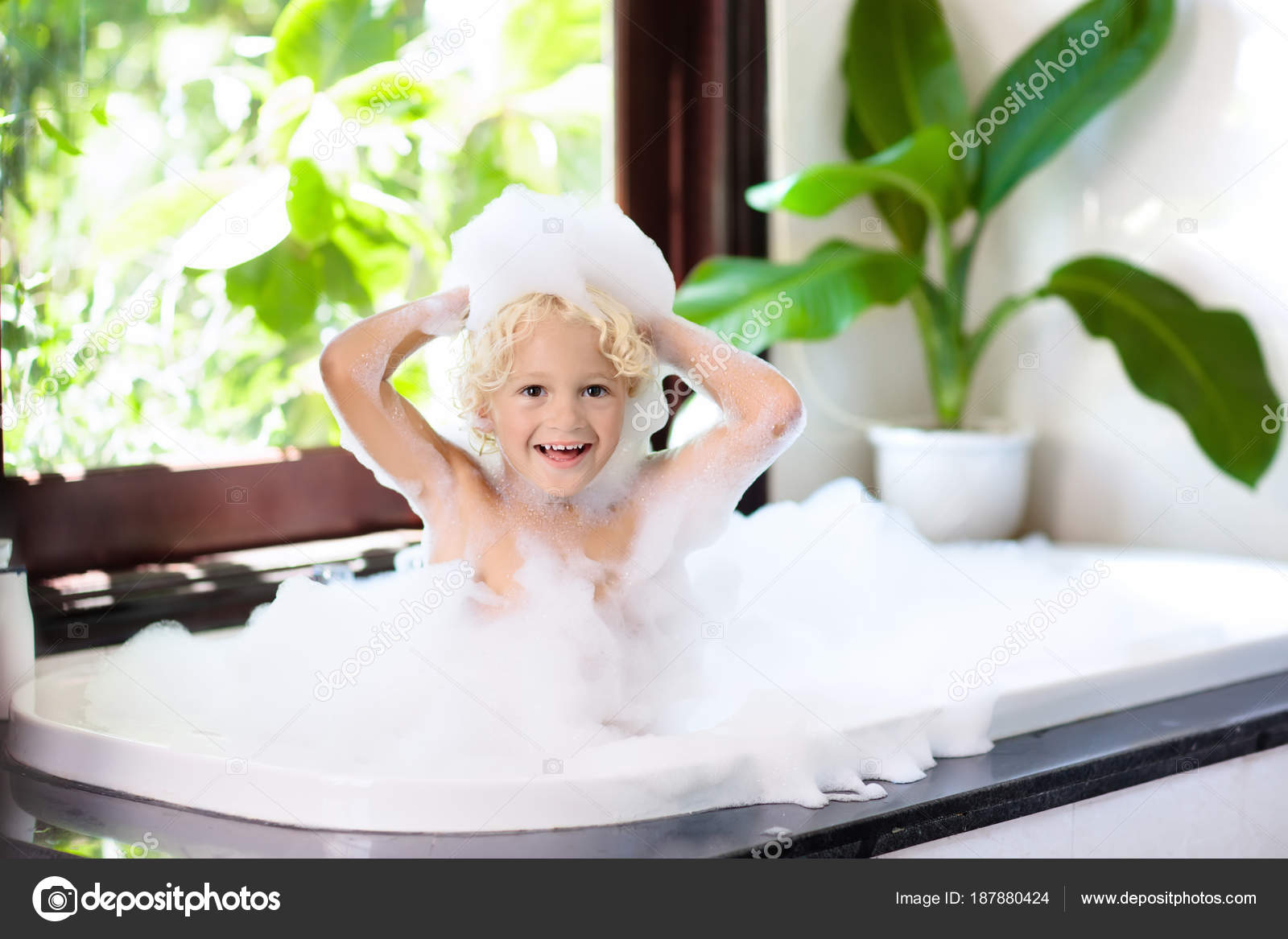 Child in bubble bath. Kid bathing. Baby in shower. — Stock Photo ...