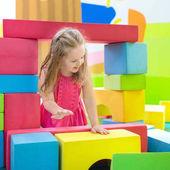 Fotografie Děti hrají. Stavební bloky hračka. Dětské hračky