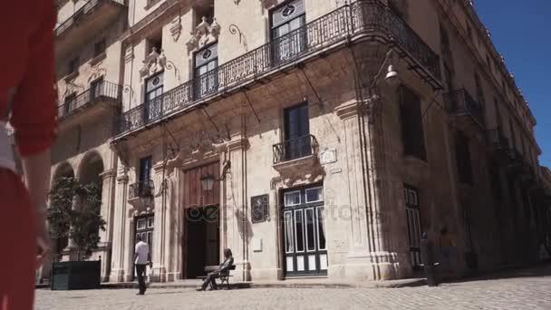 Kuba, Havana - 15 října 2016: San Francisco čtvercové havana Kuba city tour Zpomalený pohyb