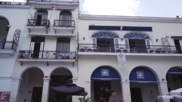 Kuba, Havana - 15 října 2016: město turné, navštivte hlavní atrakcí koloniálního období na Kubě. Starých ulic, náměstí, občany. Život očima turista v Havaně.