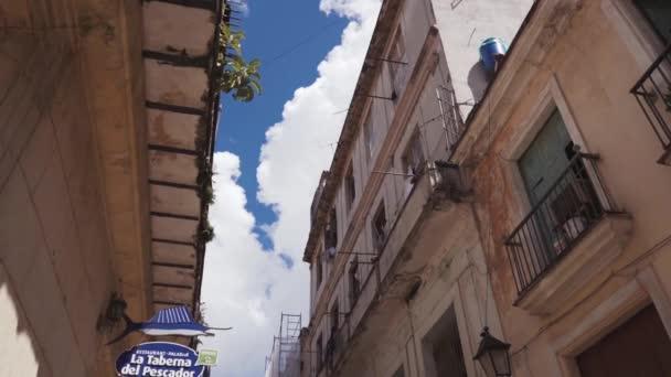 Kuba, Havana - 15 října 2016: město turné, navštivte hlavní atrakcí koloniálního období na Kubě. Starých ulic, náměstí, občany. Život očima turista v Havaně