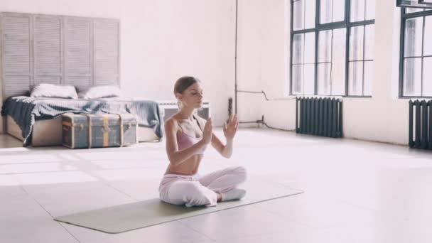 Yoga zu Hause. Einfache Yoga-Übungen für Anfänger zu Hause ...