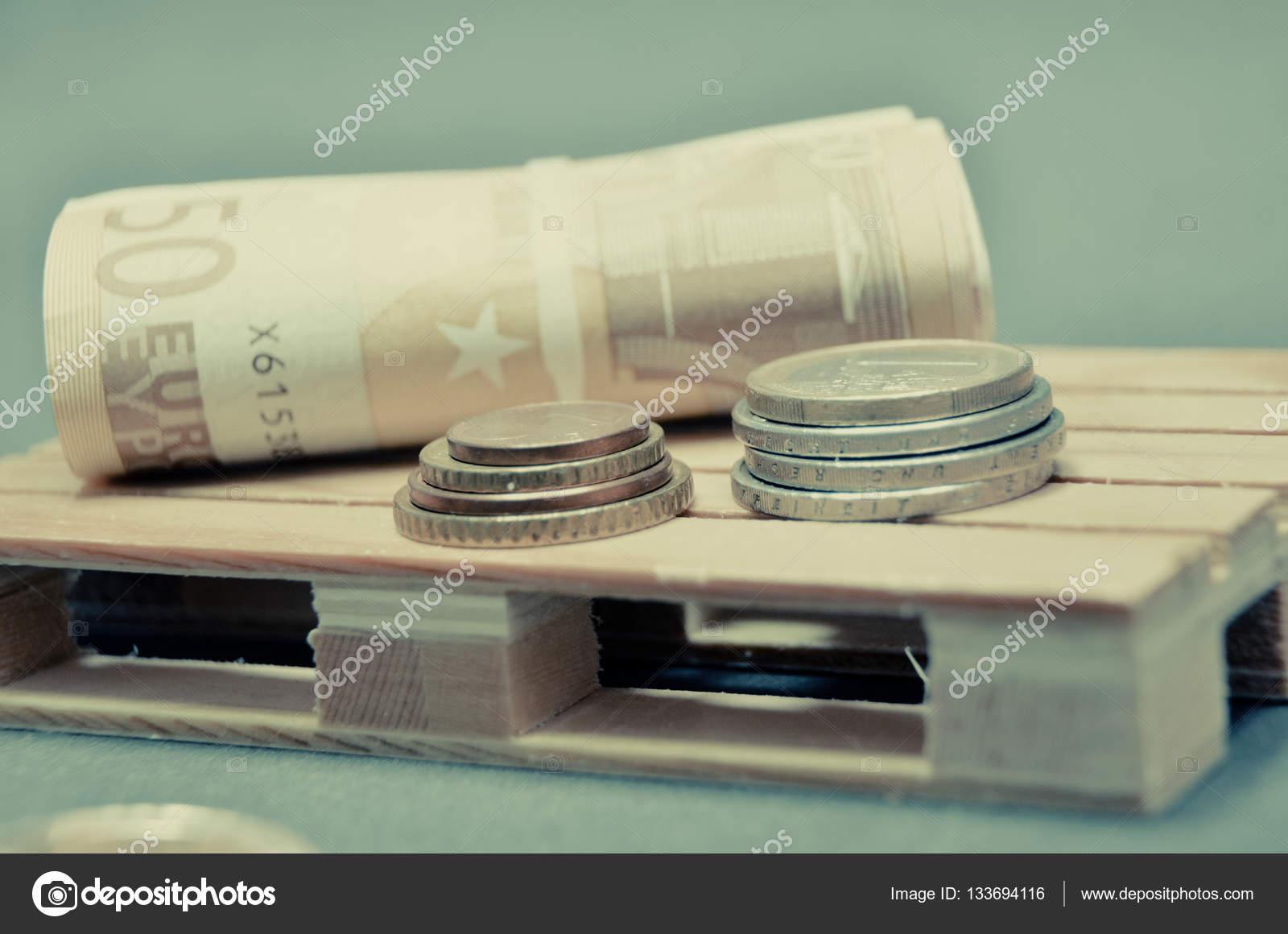 Wunderbar Efeito De Foto Vintage Retrô De Dinheiro Das Notas E Moedas De Euro No  Palete U2014