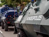 deutsche Polizeipanzer auf der Straße