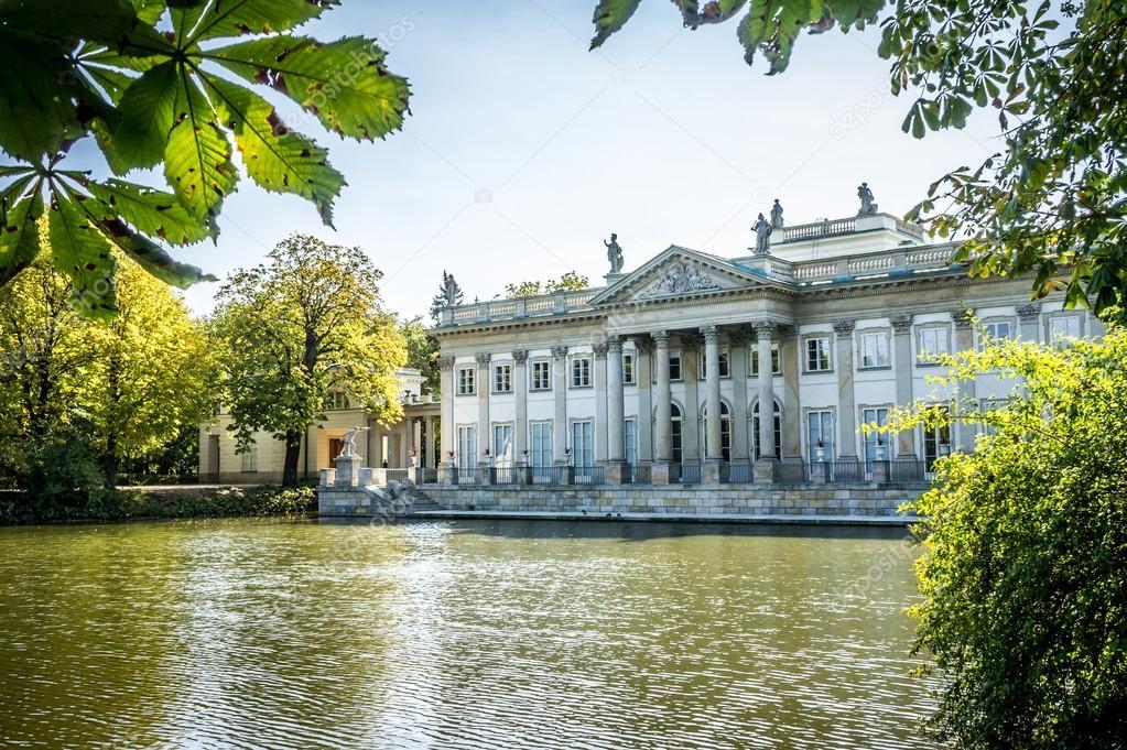 Pałac Na Wodzie Lazienki Park W Warszawie Północnej