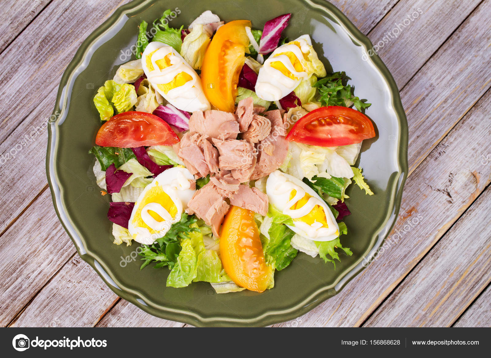 Tuna salad  Fish, eggs and vegetable salad — Stock Photo