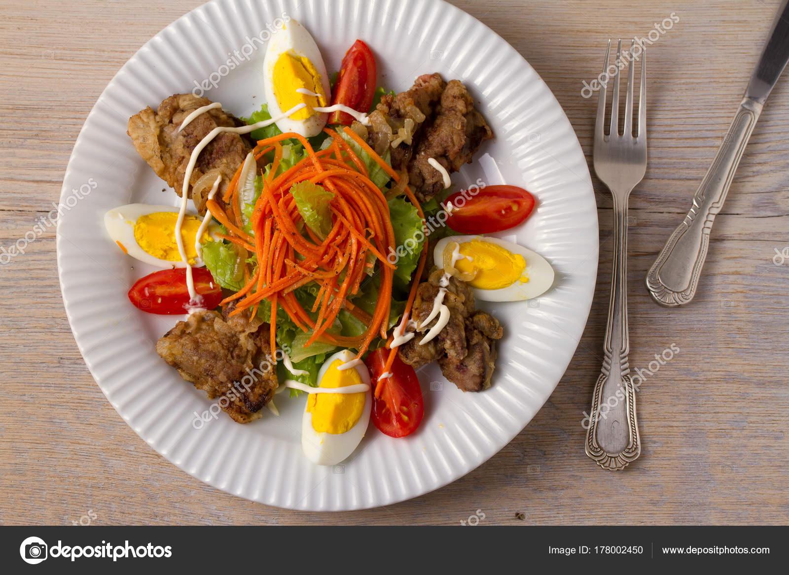 Kıyılmış Yumurta Ve Soğan Salatası
