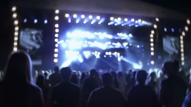 egy koncert emberek
