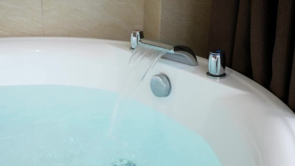 vana plná horké vany vody