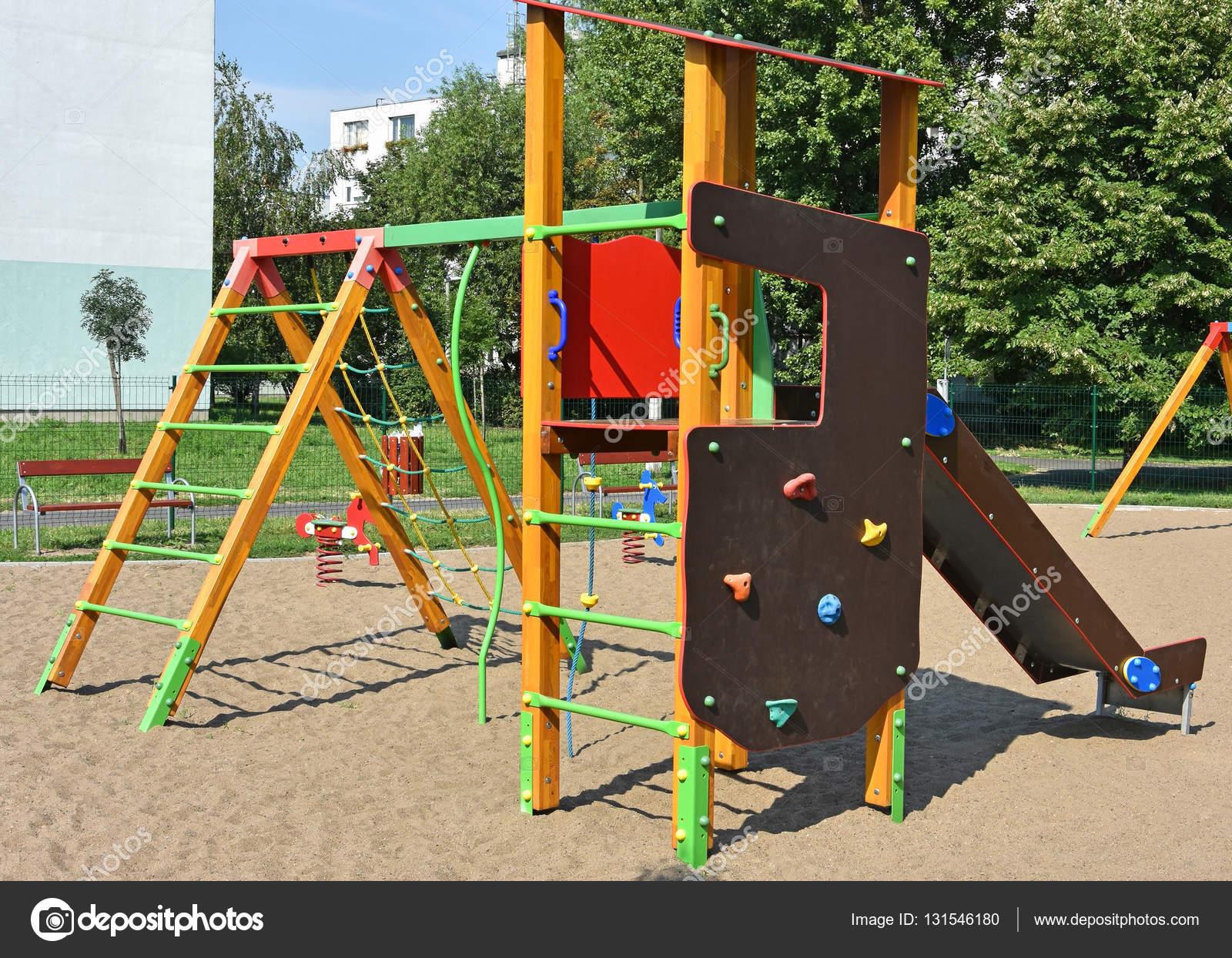Klettergerüst Outdoor Holz : Klettergerüst auf dem spielplatz u stockfoto majorosl