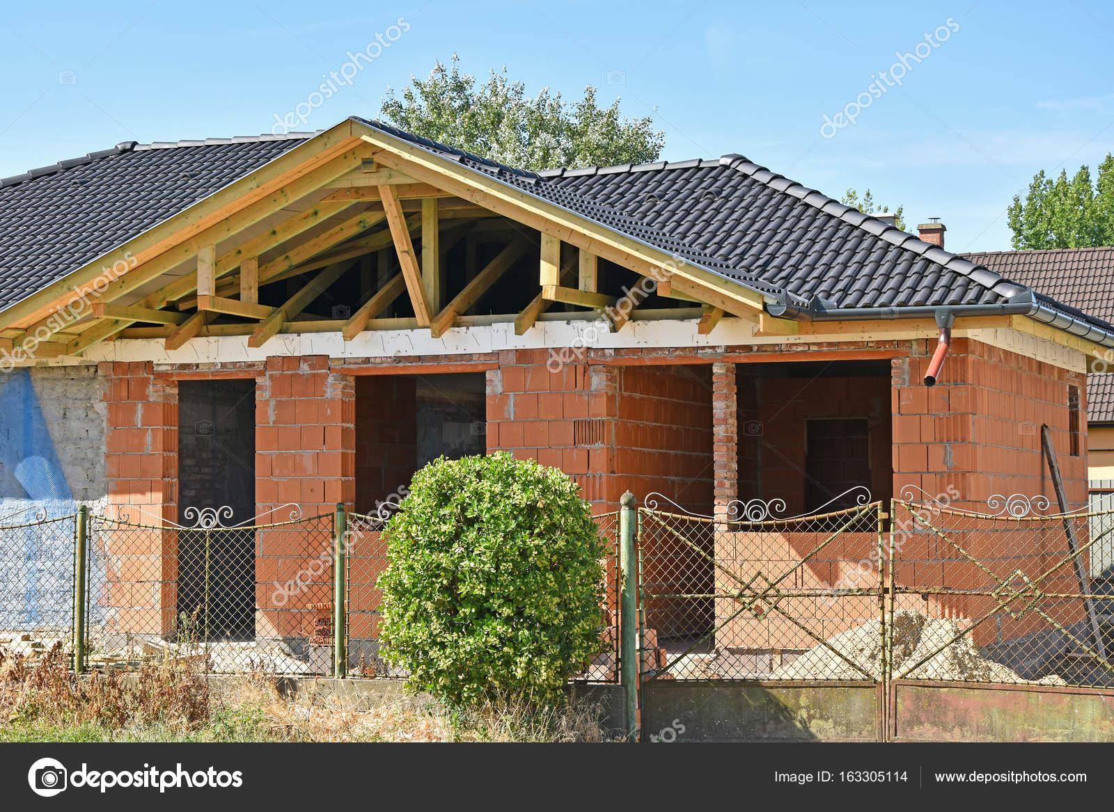 Een Nieuw Huis : Bouw van een nieuw huis u2014 stockfoto © majorosl66 #163305114