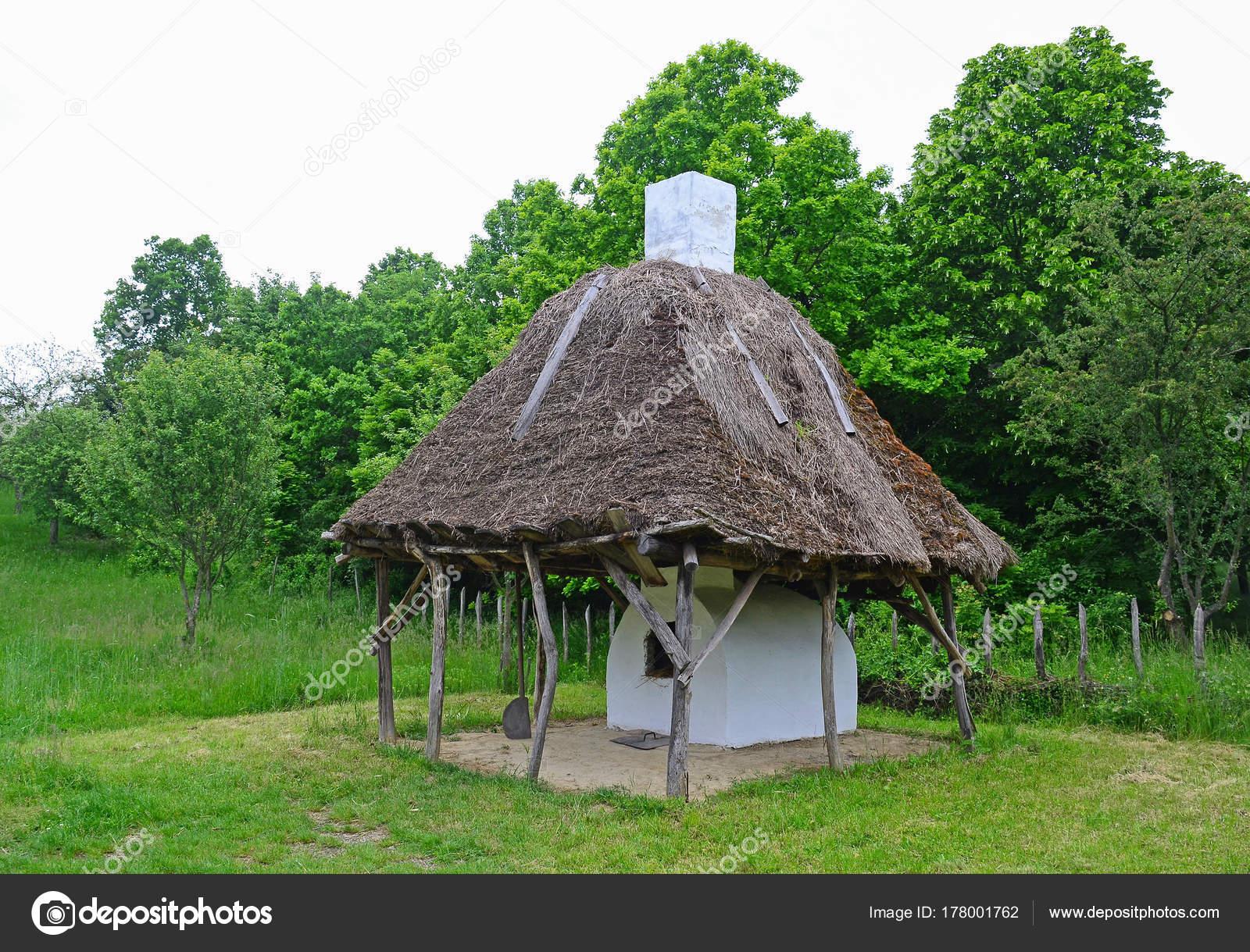 Outdoor Küche Aus Ungarn : Outdoor küche und ofen in ungarn u stockfoto majorosl