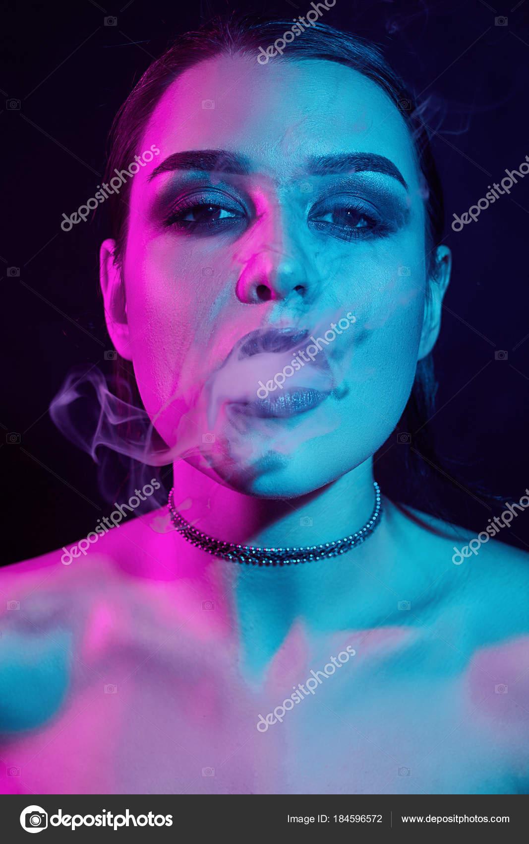 bruneta kouření Asiaté a velké kohouty