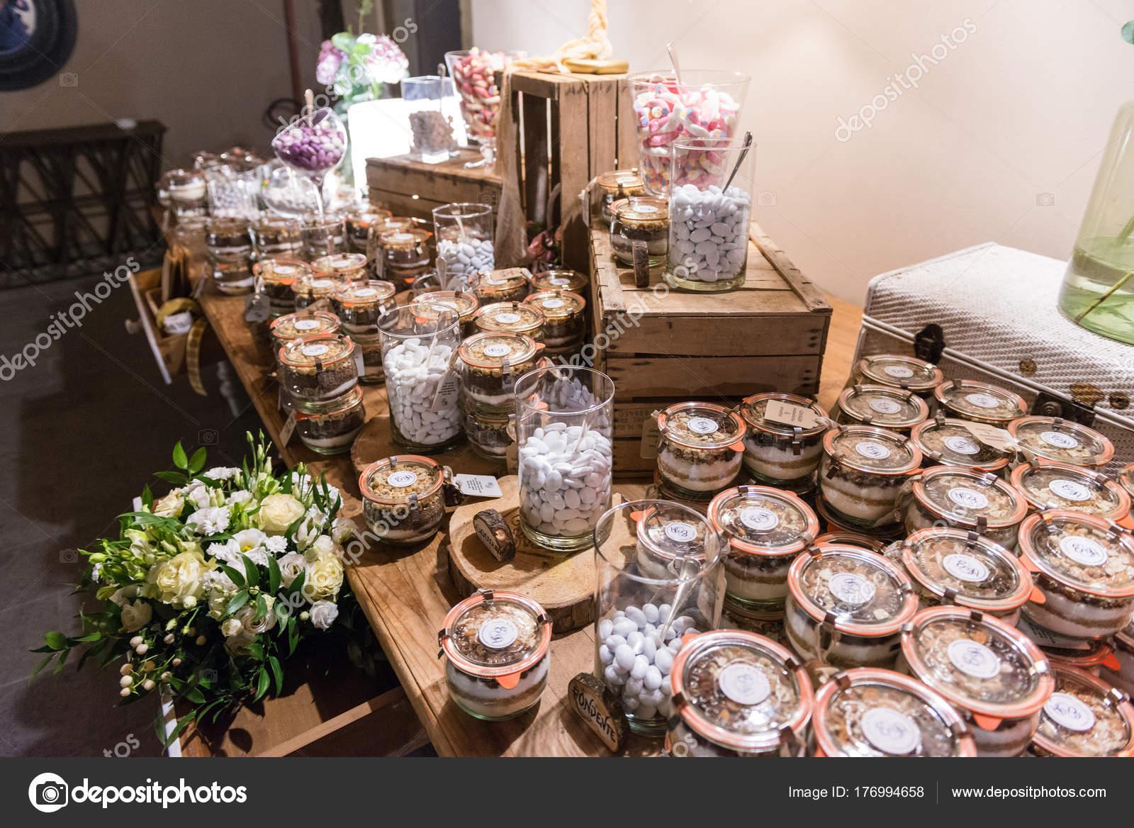 Elegante Hochzeit Candy Bar Tisch Catering Anordnung Stockfoto