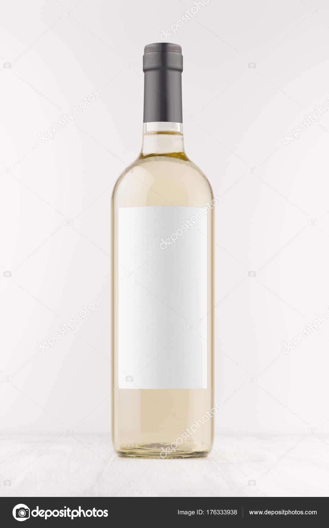 Transparente Flasche Weisswein Mit Leeren Weißen Etikett Auf Weißen ...