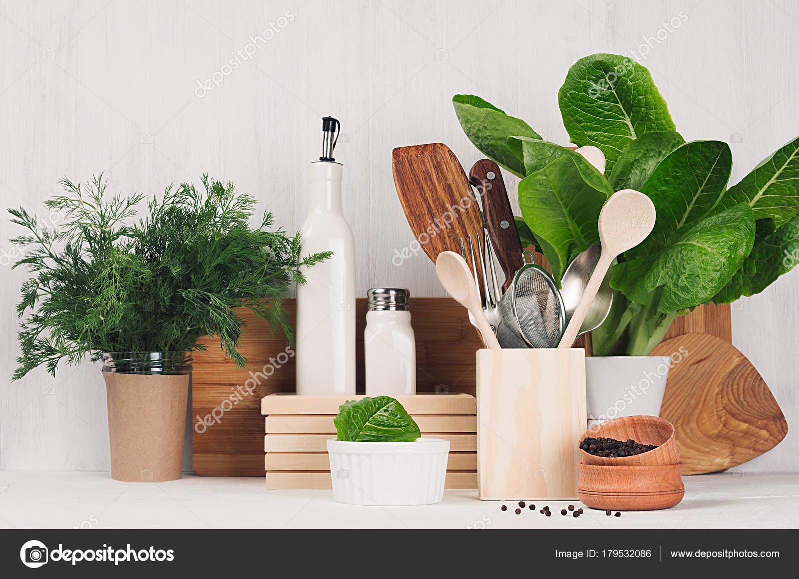 Utensili Cucina Legno Beige Marrone Naturale Piante Verdi Luce Legno ...