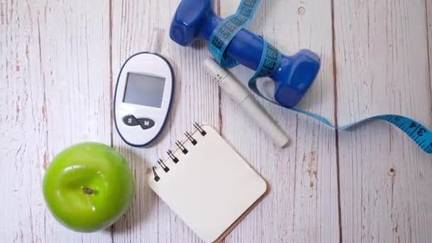 Blutzuckermessung bei Diabetes, Hantel auf Weiß
