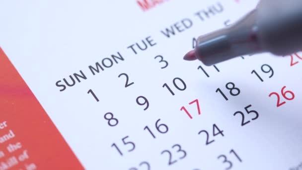 koncept termínu s červeným kruhem v kalendářní den
