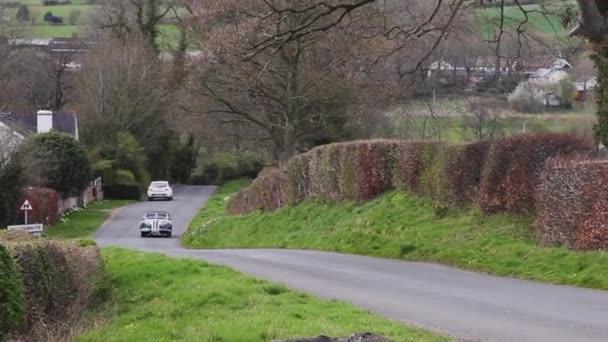 Fraser Nash BMW 327 / 8 z roku 1938 vyleze na Southwaite Hill v Cumbrii v Anglii. Auto se zúčastní 11. ročníku Letecké skotské rallye, veřejné akce zdarma.