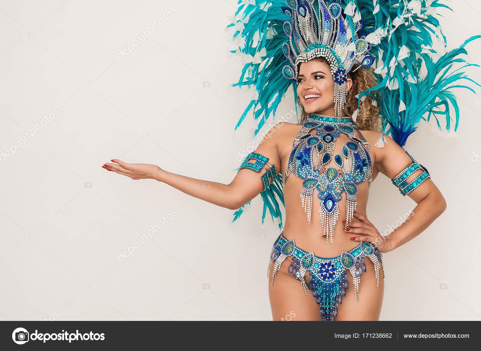 Сексуальная бразильская танцовщица