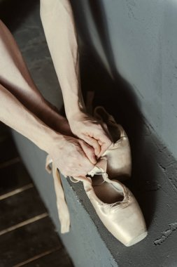 Ballet dancer demonstrating getting ready