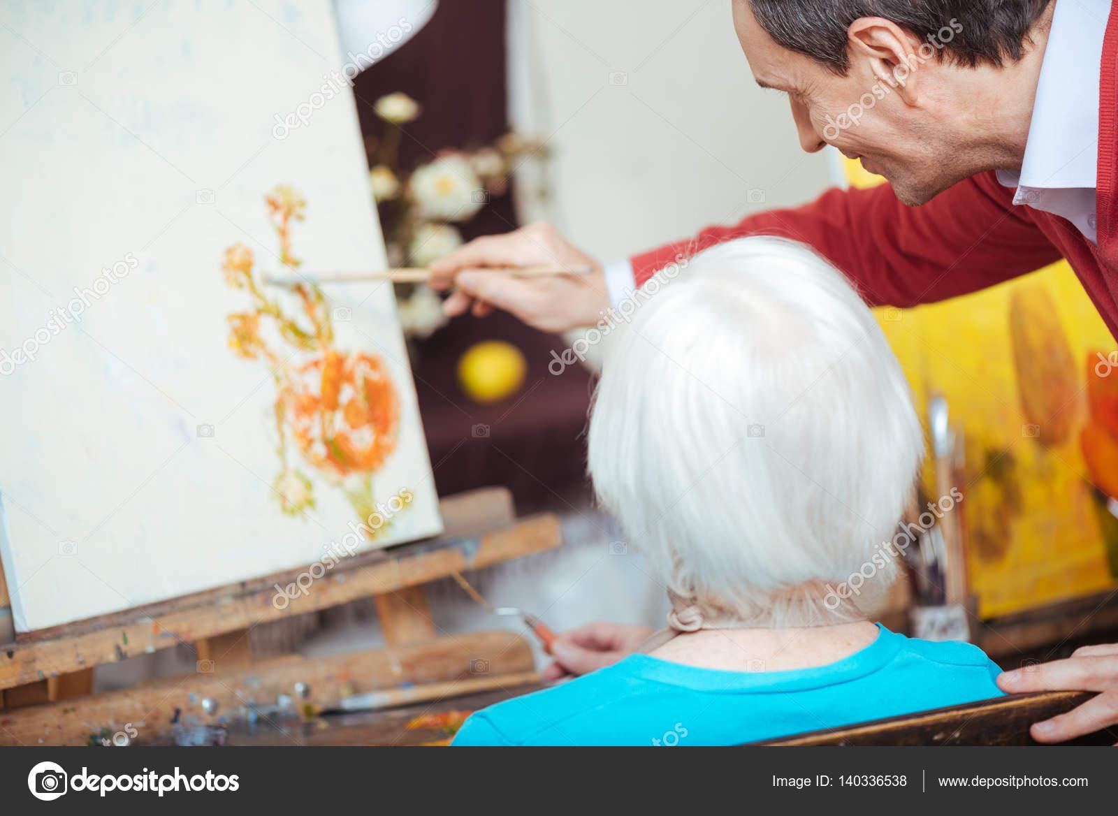 Yaşlı Kadın Resim Okulda öğretim Yetenekli Sanatçı Stok Foto